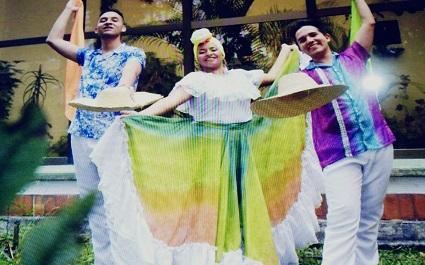 Grupo_danzas_Ecuador4.jpg